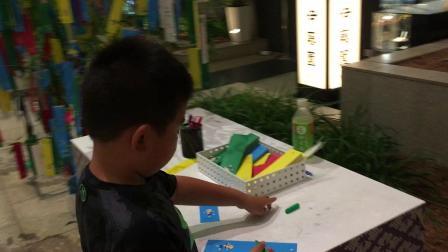 【7岁】6-29哈哈在日本东京羽田机场写许愿树留念IMG_0678