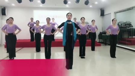 漯河艾尚化妆美容职业培训学校——形体礼仪课