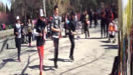 济南市百花公园喷泉广场交谊舞健身舞掠影