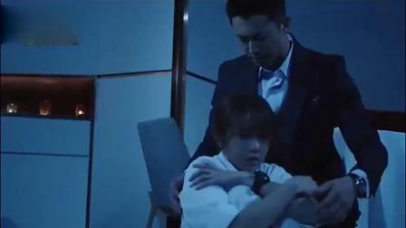 霸道总裁抱紧怕黑哭泣的灰姑娘,第一次心动爱上灰姑娘