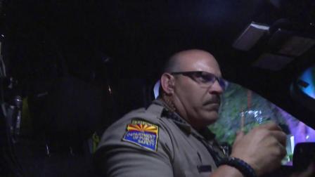 直击追捕现场:LIVE PD 第一季 轻微交通违章引出大案件,警车追逐战一触即发