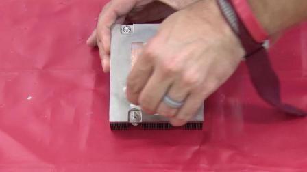 Lenovo ThinkSystem SR655 installing a processor and heat sink