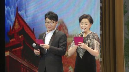 大连市诵读颁奖礼上 评委方慧与学生刘清桥共同朗诵表演