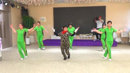 民生广场健身操队迎送新老队员欢乐会20725