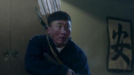 猎手 杨天柱救出二龙,不料苟祖旺将家围住