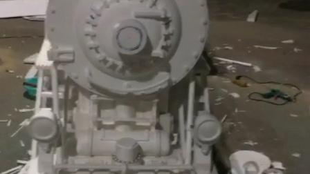 泡沫雕刻的复古火车头,用时6天,还没有上色