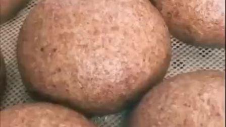 超爱馒头,可怎么吃不发胖呢?分享给大家全麦馒头做法!热量低,膳食纤维丰富,饱腹感强!