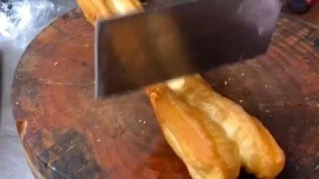 刚炸出来的脆皮油条,就是脆,刀就是不太利