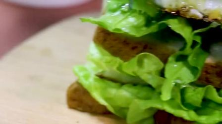 超有爱的营养早餐,爱心煎蛋吐司堡,绿色健康,营养丰富哦!