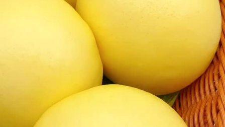 南瓜馒头配方:面粉500克、酵母5克、泡打粉5克、白糖50克、南瓜糊280克饧1小时