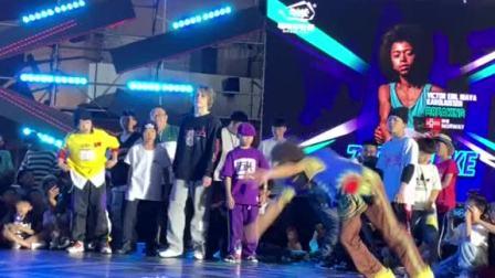 街舞全球总决赛!这是什么造型?难道比赛可以加强战斗力么?关注我更新对手视频!