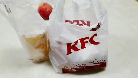 """外卖48元肯德基新品""""重霸鸡肉汉堡"""",没有面包的汉堡,太奇怪了"""