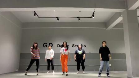 编舞 跟老师跳一遍  这首歌真的很好听!简单易学的舞蹈大家学起来吧!
