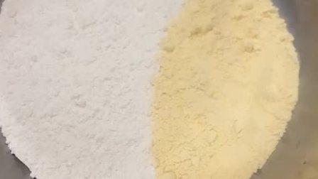 玉米面发糕制作配方,白面,玉米面各半斤,一个鸡蛋,白糖一两,酵母泡打粉各5克,温水400克。