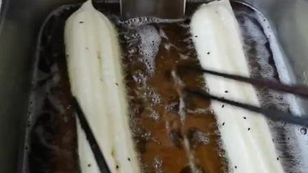 香酥大油条:WuDeLi面粉2斤无铝泡打粉8克,蓬松剂8克,盐12克,蛋蛋1个,色拉油50克,生命源泉600克