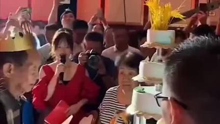 生日快乐!8月9日,是袁隆平先生90岁生日,生日蛋糕上也有一把稻穗。点赞祝福!