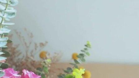拯救情人节鲜花行动。教你用几个矿泉水瓶就做一朵永生蓝色妖姬!听说永生花也有花语……
