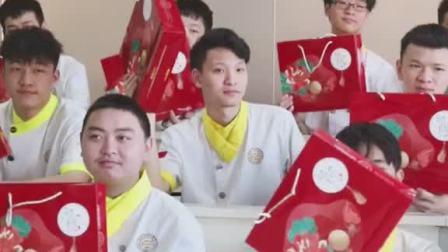 别人家学校的中秋节:放假!我们学校的中秋节:发月饼!放假!!