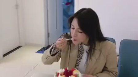 这蛋糕🍰我是吃 还是不吃 ………