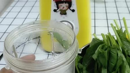 现榨菠菜汁做薄饼过程!好吃又营养,菠菜含铁特别高,贫血的孩子可以多吃点菠菜!