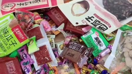 家里来客干果放在桌子上乱糟糟的,用了这款双层旋转糖果盒,家里显的高尚即美观