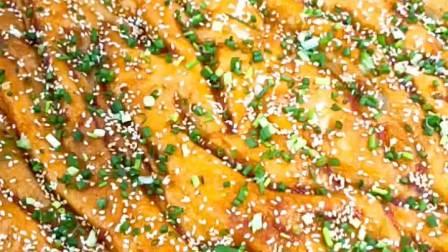 酱香饼和面配比,十斤高筋面粉,3500克水,30克香甜泡打粉,100克白糖,50克起酥油。