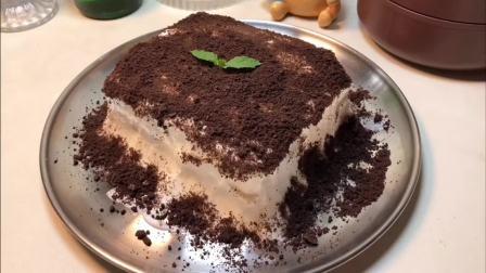 奥利奥+吐司+酸奶+冷冻4小时=奥利奥冰淇淋蛋糕  好吃!不接受反驳!