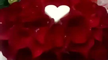 玫瑰花瓣爱心蛋糕!