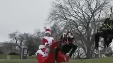 圣诞老人被机器狗拉来了,抖一下吧,过圣诞~