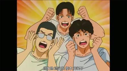 《灌篮高手》在仙道准备投篮的时候,樱木花道突然出现在他身后。