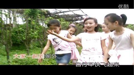 牛欣欣《蓝天白云跟我来》MV