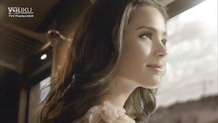 2013年Yaya 12Plus Crystal Perfume Cologne香水广告