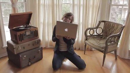"""Hannah Hart  - """"Oh, Internet"""" - A love song"""