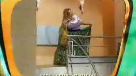 搞笑国外恶搞 胖女人摔倒后是啥样