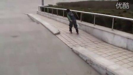 3岁轮滑高手(哥不是传说 不要迷恋哥)