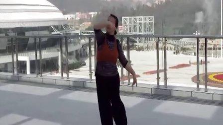 广场健身舞学跳新疆舞