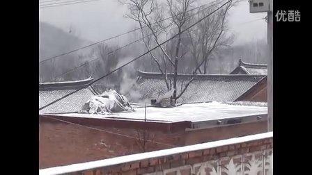 【拍客】末日山区农村瑞雪美景