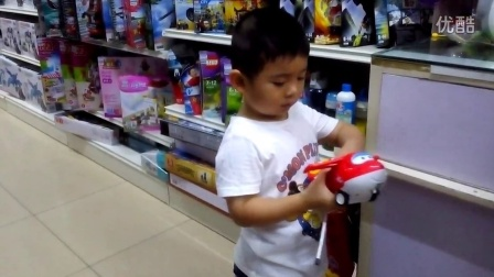 【4岁】8-6哈哈跟奶奶去买超级飞侠乐迪遥控玩具VID_093231