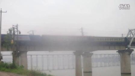 【镜头受损】K9363重庆北-南充通过南充嘉陵江特大桥  09:25