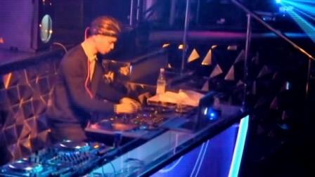張為鈞 叮叮 受邀至澳門 CUBIC 擔任GUEST DJ