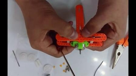 滑行小飞机DIY制作视频教程-科技小制作