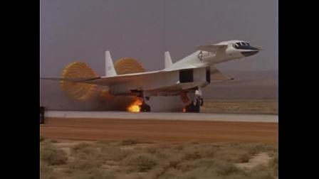 美国女武神战略轰炸机降落时爆胎