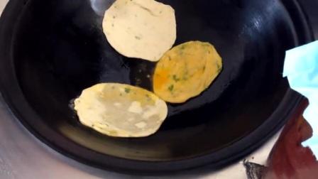 农民王小:如何让家常油饼软糯可口?农民老妈这一招太简单了