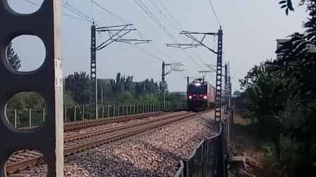 沈沈HXD3D0210牵引K726次(昆明-哈尔滨)通过