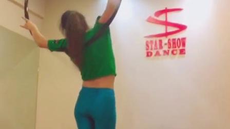 四川吊环舞培训学校 成都星秀舞蹈 舞蹈教练班 钢管舞 吊环舞 绸缎舞 爵士舞 酒吧领舞