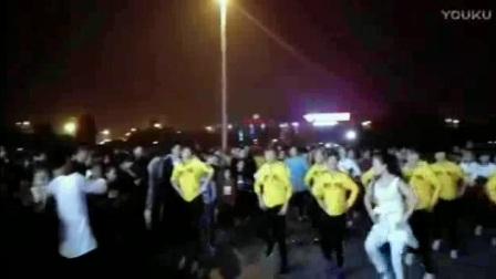 青青世界广场舞夜晚鬼步跳不停广场式的鬼步广场舞视频大全2017最新广场舞水兵舞