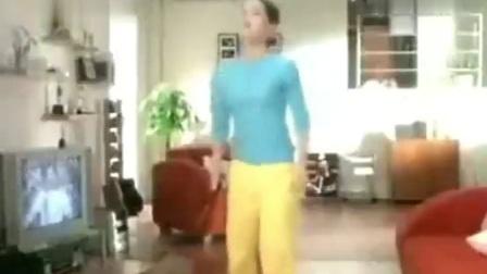 自制广告-2001年达能闲趣饼干广告《有没有·看电视篇》30秒