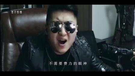 抖音又火爆的一首歌《怀念青春》MC小洲版,唱哭了多少70、80后,太好听了!