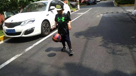【快7岁】4-20哈哈跟奶奶放学后一起踢球运动video_131341