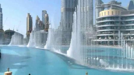 迪拜高塔下的音乐喷泉